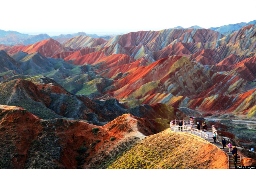 Ουράνιο τόξο βουνά στο Γεωλογικό Πάρκο Danxia Landform στην Κίνα