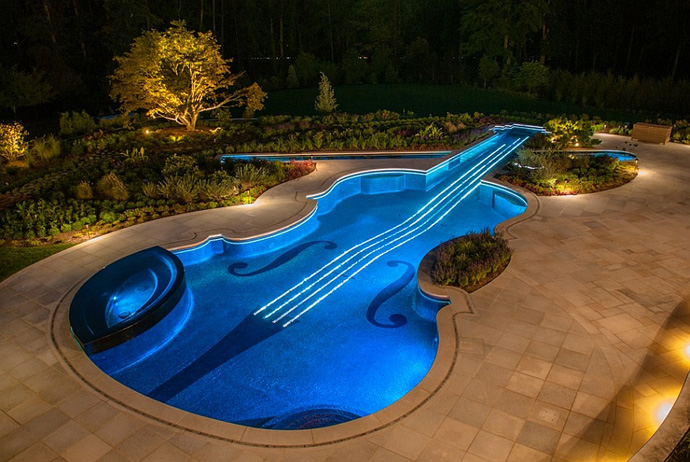 Πισίνα στο σχήμα ενός Stradivarius βιολί4