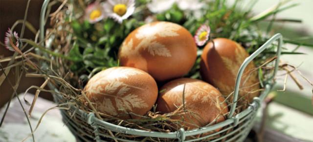 Παράδοση Αυγά βαμμένα και διακοσμημένα με χρήση φύλλων και των φυτών2