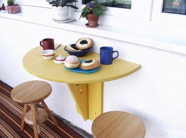 Έξυπνες ιδέες μπαλκονιού με έπιπλα και γλάστρες για εξοικονόμηση χώρου11