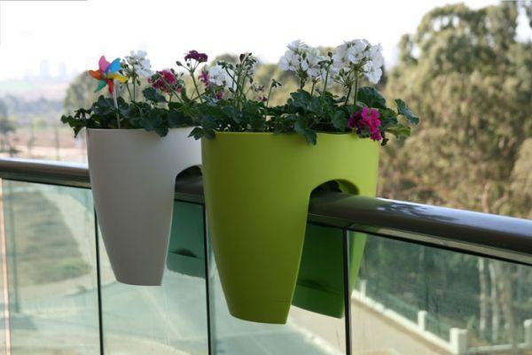 Έξυπνες ιδέες μπαλκονιού με έπιπλα και γλάστρες για εξοικονόμηση χώρου8