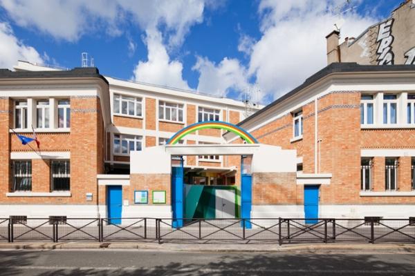 όμορφο και πολύχρωμο σχολείο