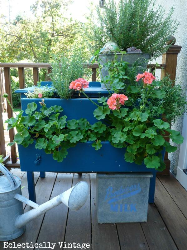 DIY Γλάστρες Κήπου από παλιά υλικά1