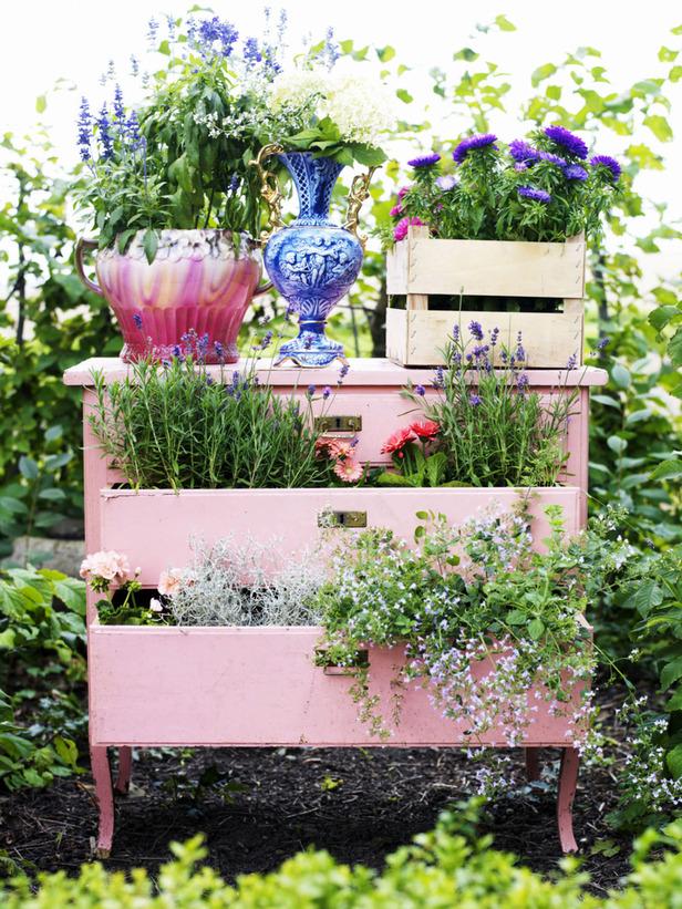 DIY Γλάστρες Κήπου από παλιά υλικά2