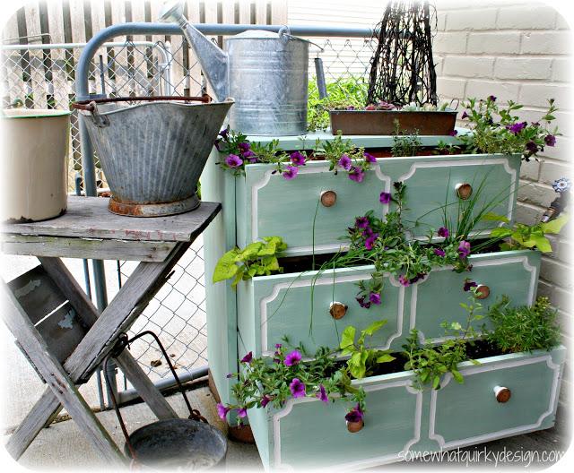 DIY Γλάστρες Κήπου από παλιά υλικά3