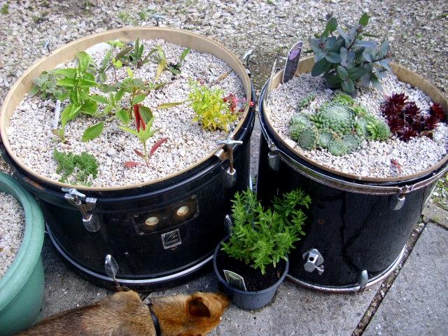 DIY Γλάστρες Κήπου από παλιά υλικά8