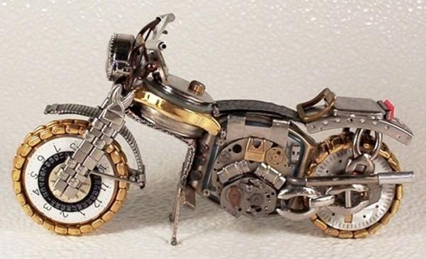 Dmitriy-Khristenko-motocykle-zo-starych-hodiniek-17