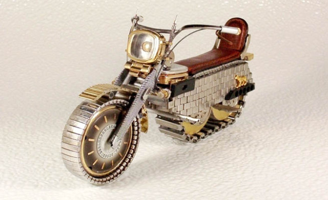 Dmitriy-Khristenko-motocykle-zo-starych-hodiniek-2