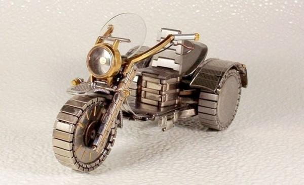 Dmitriy-Khristenko-motocykle-zo-starych-hodiniek-20