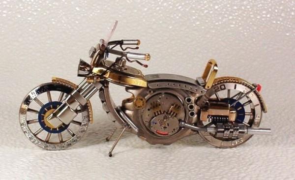 Dmitriy-Khristenko-motocykle-zo-starych-hodiniek-22