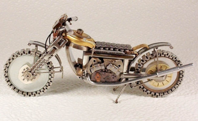 Dmitriy-Khristenko-motocykle-zo-starych-hodiniek-5