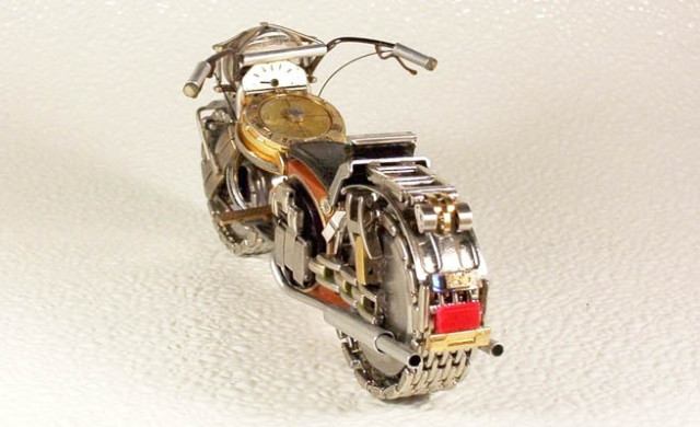 Dmitriy-Khristenko-motocykle-zo-starych-hodiniek-6