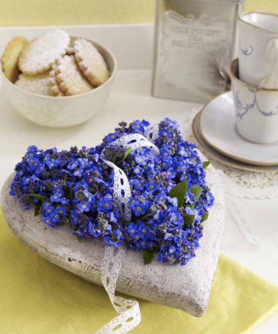 homemade-mothers-day-gift-ideas-forget-me-not-heart-concrete-mould