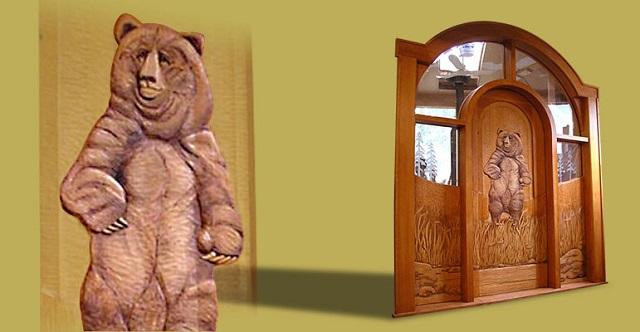 Ξύλινη πόρτα με αρκούδα