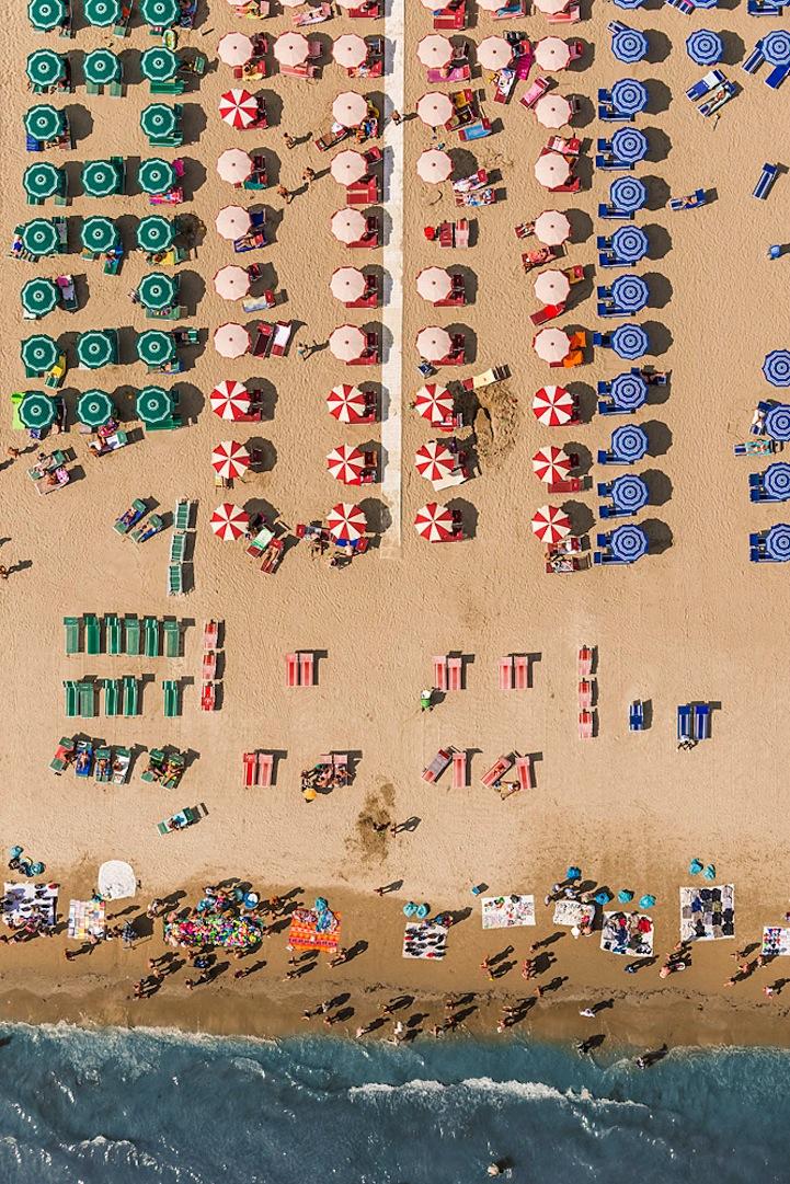 Αμμουδιά με ομπρέλες10