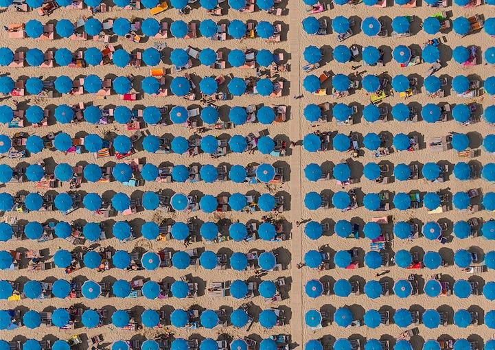 Αμμουδιά με ομπρέλες13