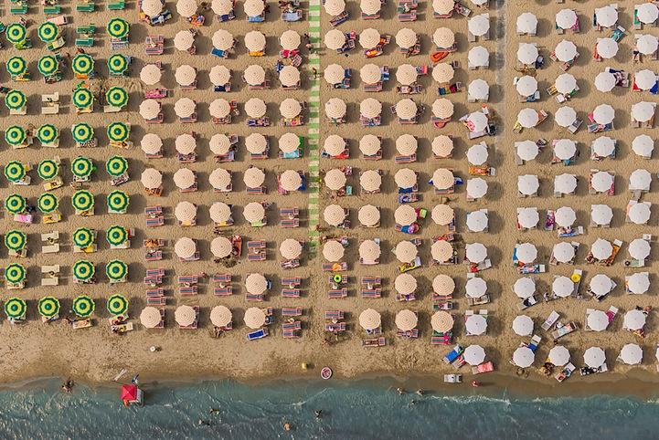 Αμμουδιά με ομπρέλες14