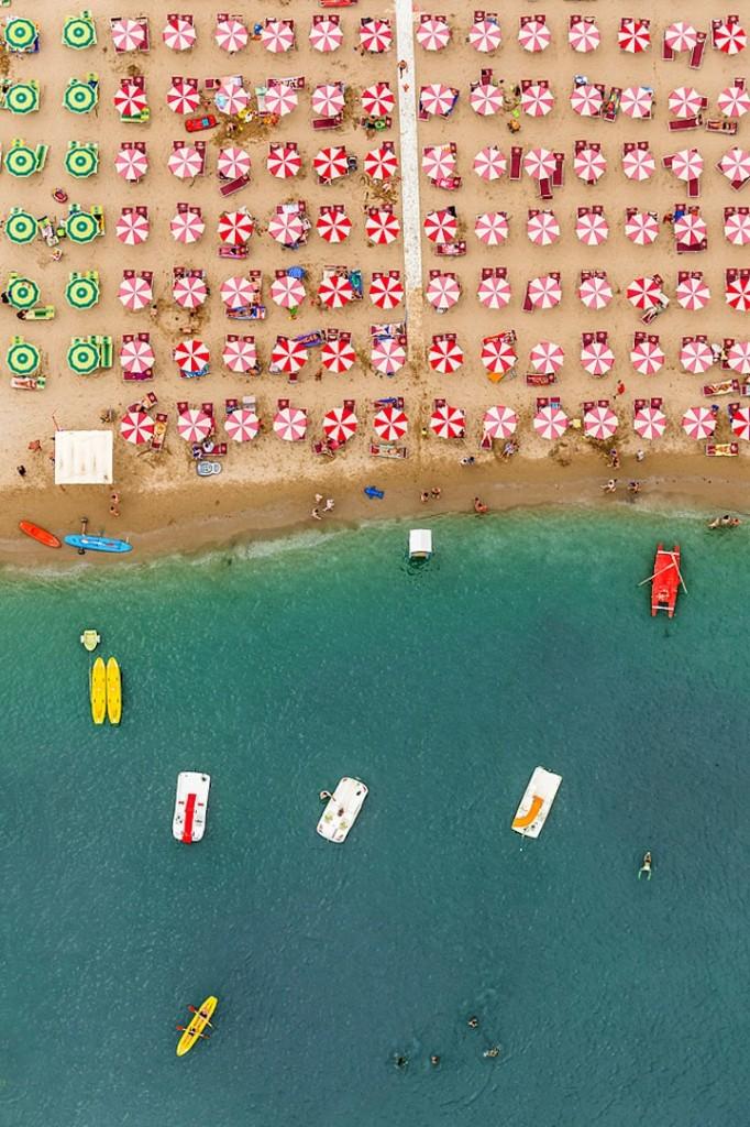 Αμμουδιά με ομπρέλες3