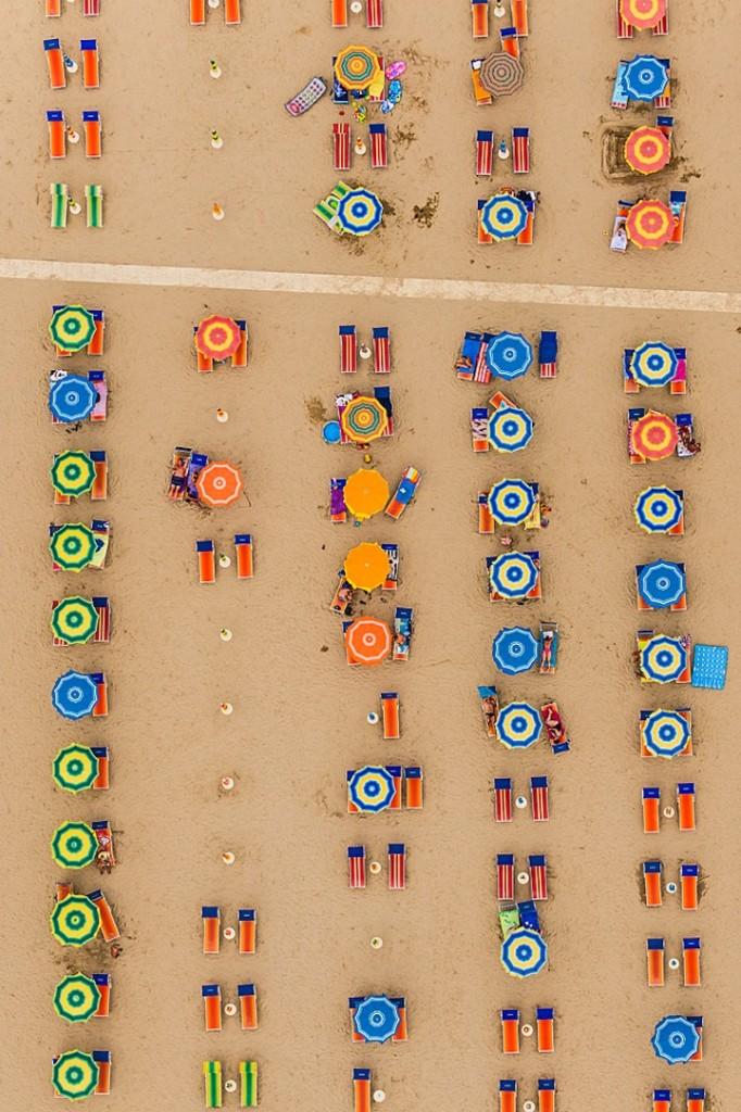 Αμμουδιά με ομπρέλες4