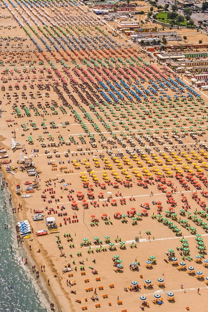 Αμμουδιά με ομπρέλες5