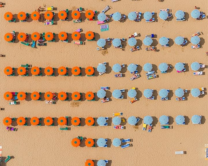 Αμμουδιά με ομπρέλες7