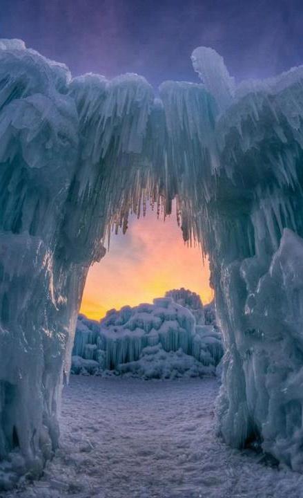 Ice-Arch-Utah-USA