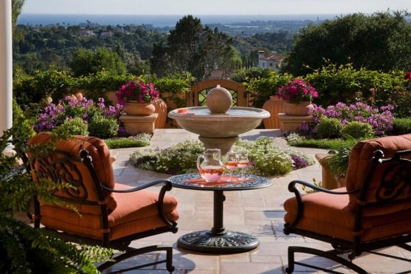 Υπέροχος κήπος με Fountain