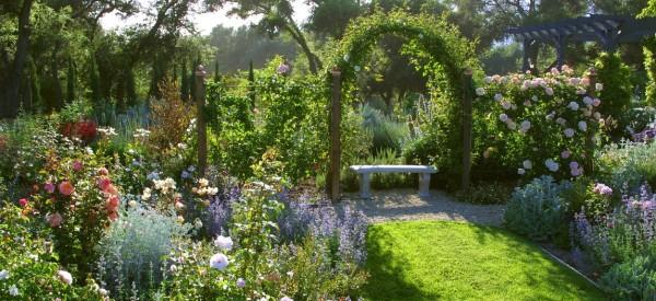 Φανταστικός κήπος με απίθανα λουλούδια