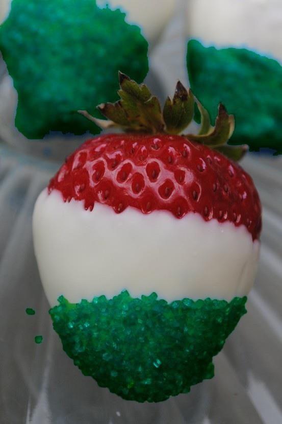 Φράουλες βουτιγμένες σε άσπρη σοκολάτα