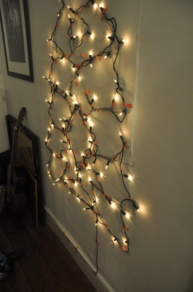 χριστουγεννιάτικο δέντρο τοίχου από κρεμάστρες3