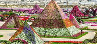 Marvelous-Dubai-Miracle-Garden, piramids