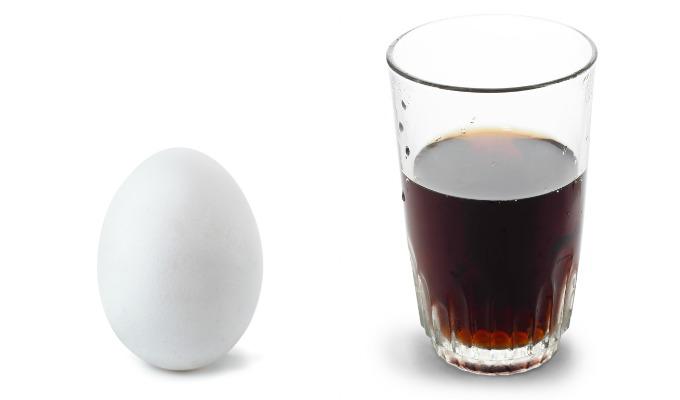 Δείτε τι θα συμβεί αν αφήσετε ένα αυγό μέσα σε coca cola
