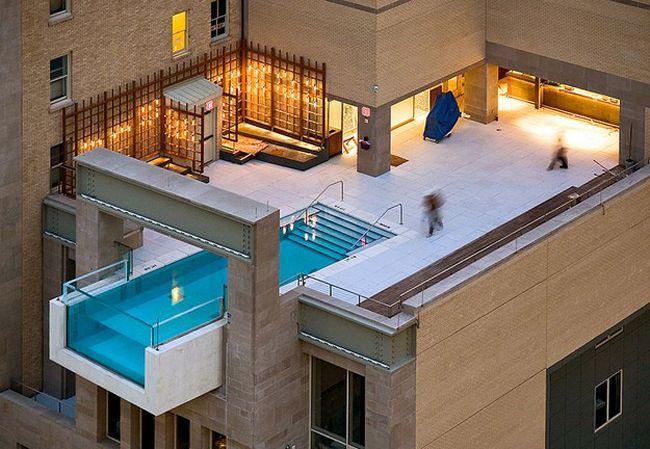 Πισίνα στη στέγη