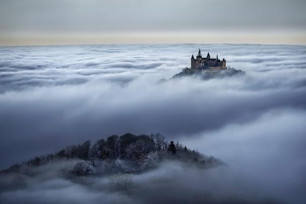 Κάστρο σκεπασμένο με σύννεφα