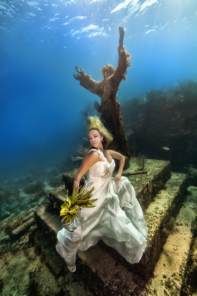 Underwater-Wedding-Photographs-10