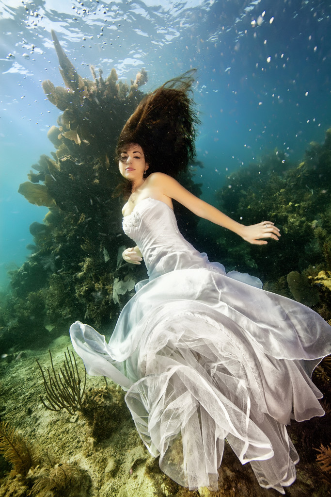 Underwater-Wedding-Photographs-13