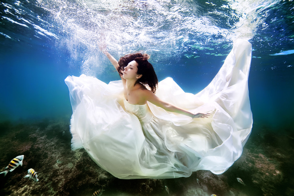 Underwater-Wedding-Photographs-2