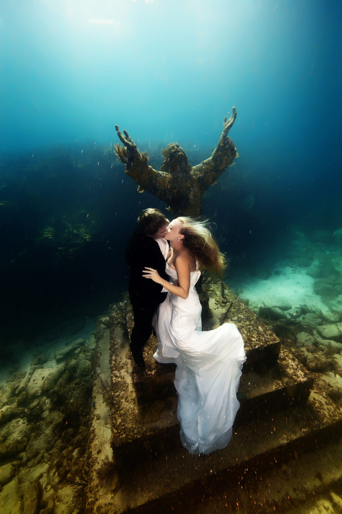 Underwater-Wedding-Photographs-9