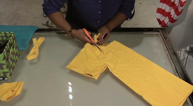 μετατρέψετε ένα παλιό μπλουζάκι σε μια υπέροχη καλοκαιρινή τσάντα