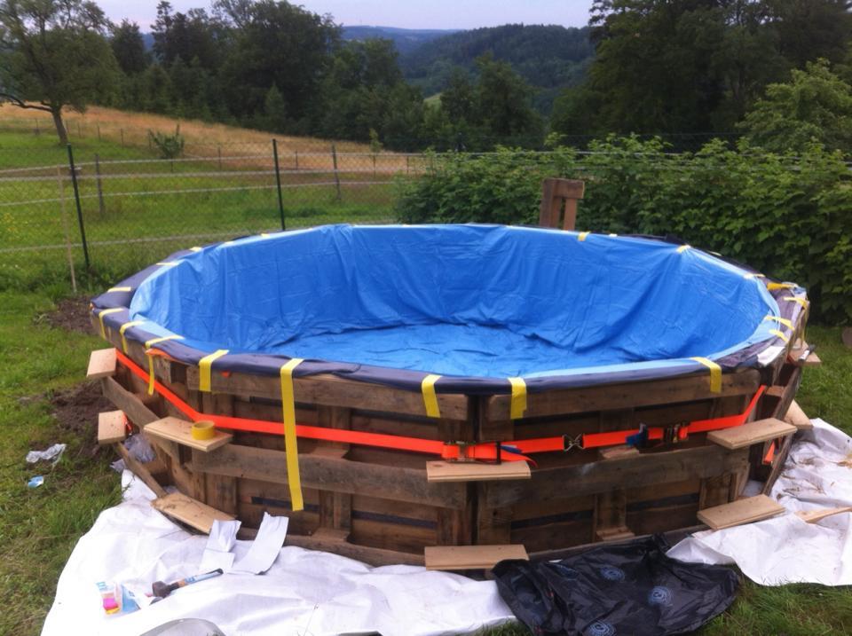 πισίνα φτιαγμένη από 10 παλέτες5