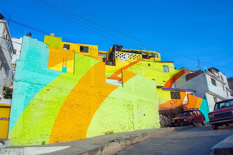 Μεξικάνικη γειτονιά μετατρέπετε σε μια τεράστια τοιχογραφία ουράνιου τόξου 4