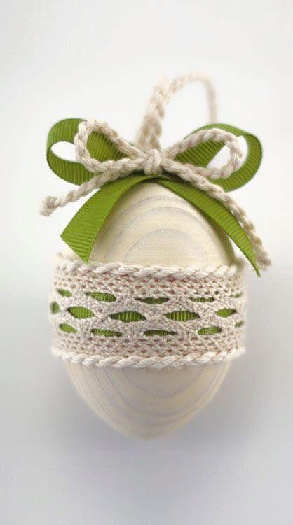 Πασχαλινά αυγά διακοσμημένα με σπάγκο και δαντέλα15