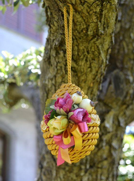 Πασχαλινά αυγά διακοσμημένα με σπάγκο και δαντέλα16