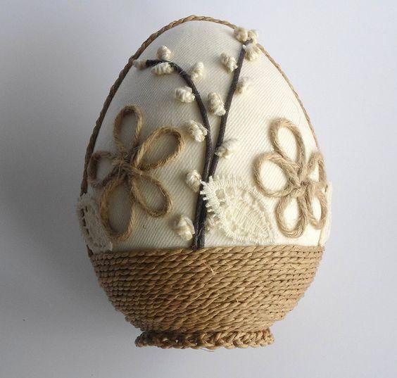 Πασχαλινά αυγά διακοσμημένα με σπάγκο και δαντέλα23