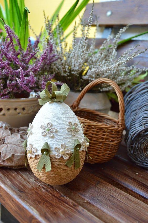 Πασχαλινά αυγά διακοσμημένα με σπάγκο και δαντέλα5