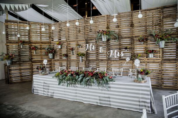 DIY ρουστίκ decor γάμου από παλέτες7