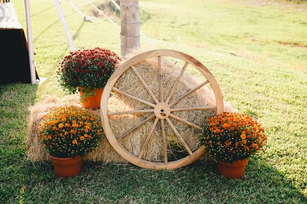 διακόσμηση με μπάλες από άχυρα για ένα Shabby chic ντεκόρ κήπων14