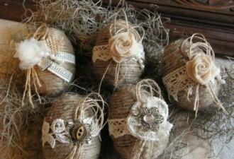 Πασχαλινά αυγά διακοσμημένα με σπάγκο και δαντέλα