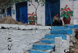 Μία γυναίκα δίνει ζωή σε κτίρια της Κρήτης που έχουν ξεχαστεί από τον χρόνο